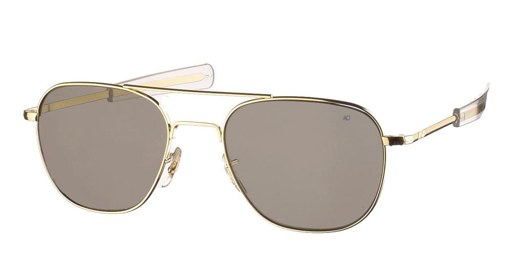 Διαχρονικά μεταλλικά χρυσά ανδρικά γυαλιά ηλίου Pilot 55 Gold της εταιρίας American Opticalμε κρυστάλλινους φακούς για όλα τα πρόσωπα.