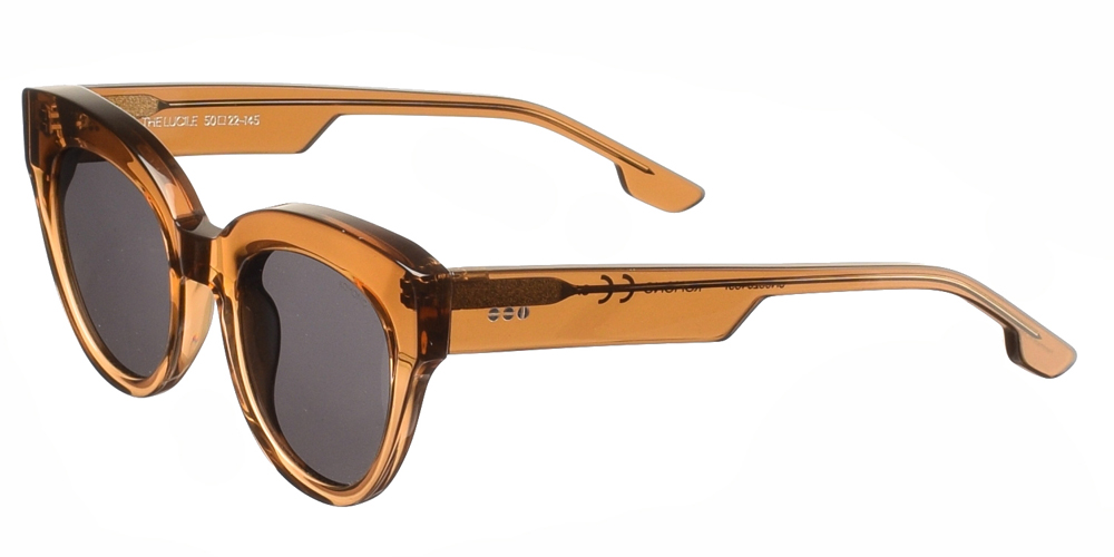 Γυναικεία κοκάλινα γυαλιά ηλίου πεταλούδα Lucile σε ανοιχτόχρωμο καφέ χρώμα και γκρι polarized φακούς της εταιρίας Komonoγια όλα τα πρόσωπα.