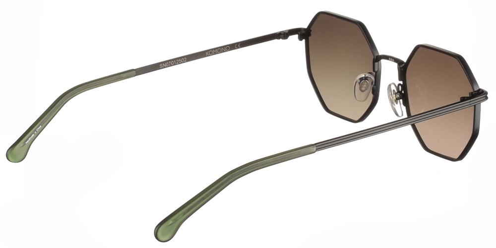 Unisex μεταλλικά πολυγωνικά γυαλιά ηλίου Monroe σε μαύρο μεταλλικό χρώμα και σκούρους πράσινους επίπεδους ντεγκραντέ φακούς της σειράς Crafted εταιρίας Komono για όλα τα πρόσωπα.