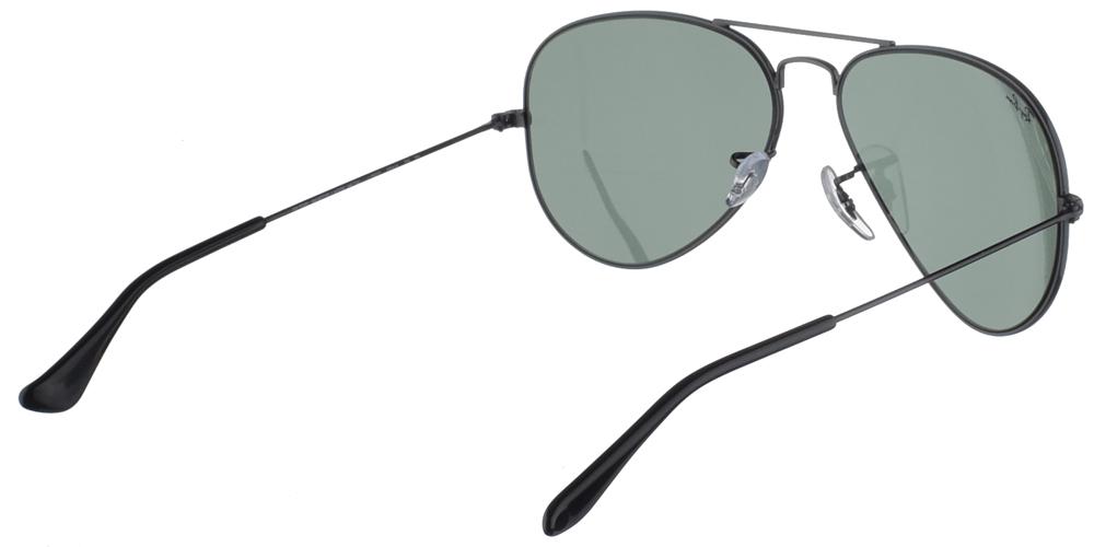 Διαχρονικά aviator γυαλιά ηλίου RB 3025 σε μαύρο μεταλλικό σκελετό και σκούρους πράσινους κρυστάλλους της εταιρίας Ray Banγια μεσαία και μεγάλα πρόσωπα.