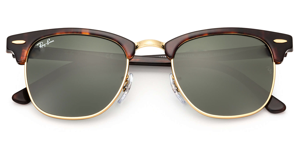 Τετράγωνα κλασικά unisex γυαλιά ηλίου RB 3016 Clubmaster σε καφέ ταρταρούγα, με χρυσές λεπτομέρειες και σκούρους πράσινους κρυστάλλους της εταιρίας Ray Banγια όλα τα πρόσωπα.