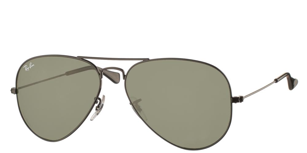 Διαχρονικά aviator γυαλιά ηλίου RB 3025 σε μαύρο μεταλλικό σκελετό και σκούρους πράσινους κρυστάλλους της εταιρίαςRay Ban για μικρά και μεσαία πρόσωπα.