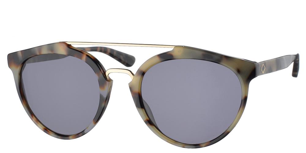 Χειροποίητα κοκάλινα unisex γυαλιά ηλίου Moscova σε ανοιχτόχρωμη ταρταρούγα, με διπλή χρυσή μπάρα και σκούρους γκρι φακούς της εταιρίας Charlie Maxγια όλα τα πρόσωπα.