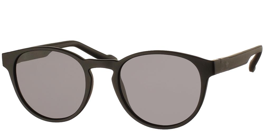 Ανδρικά κοκάλινα γυαλιά ηλίου Adidas Originals AOR028 009 σε μαύρο ματ χρώμα και επίπεδους σκουρόχρωμους γκρι φακούςγια μικρά και μεσαία πρόσωπα.