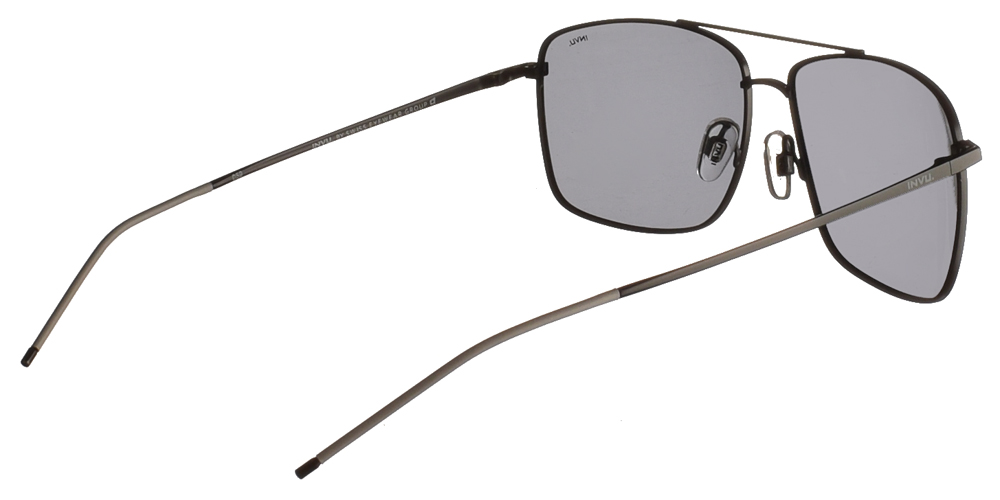 Διαχρονικά ανδρικά μεταλλικά γυαλιά ηλίου B1025 σε μαύρο σκελετό με γκρι polarized φακούς της εταιρίας Invuγια μεσαία και μεγάλα πρόσωπα.