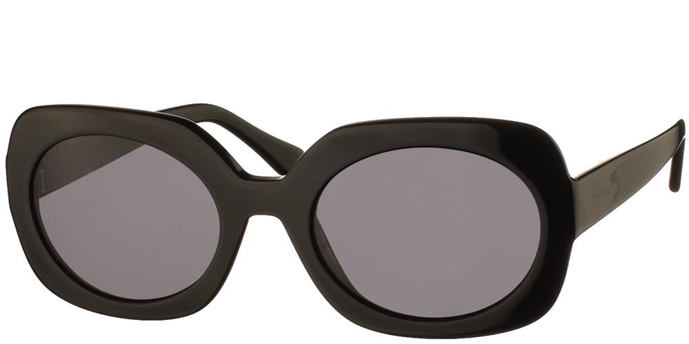 Γυναικεία τετράγωνα γυαλιά ηλίου Dolcevita σε μαύρο χρώμα και σκουρόχρωμους γκρι φακούς της εταιρίας Glass of Brixtonγια όλα τα πρόσωπα.