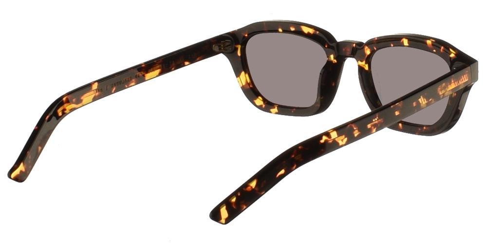Χειροποίητα κοκάλινα unisex τετράγωνα γυαλιά ηλίου Fen σε καφέ ταρταρούγα και επίπεδους πράσινους φακούς της εταιρίας Gast για όλα τα πρόσωπα.