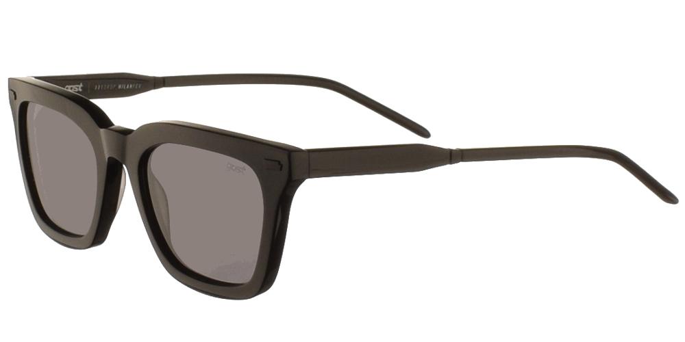 Χειροποίητα κοκάλινα unisex τετράγωνα γυαλιά ηλίου Rello σε μαύρο σκελετό και επίπεδους γκρι φακούς της εταιρίας Gastγια όλα τα πρόσωπα.