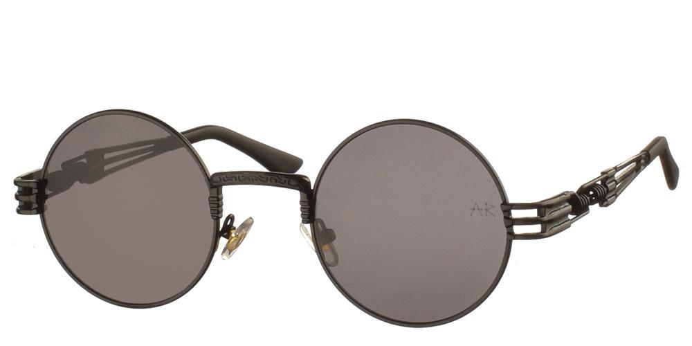 Μεταλλικά ανδρικά και γυναικεία στρογγυλά γυαλιά ηλίου Baker Str 2 σε μαύρο χρώμα και με σκούρους γκρι φακούς της εταιρίας Armed Robberyγια όλα τα πρόσωπα.