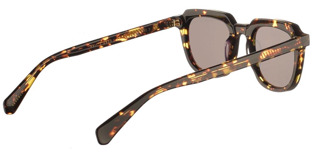 Χειροποίητα κοκάλινα unisex γυαλιά ηλίου Dail σε καφέ ταρταρούγα και επίπεδους σκούρους γκρι φακούς με εσωτερικές antireflex επιστρώσεις της εταιρίας Gastγια μικρά και μεσαία πρόσωπα.