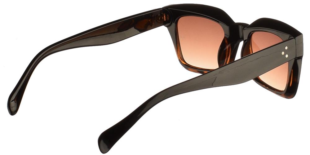 Τετράγωνα κοκάλινα unisex γυαλιά ηλίου Hardnok με μαύρο και καφέ σκελετό και σκούρους καφέ ντεγκραντέ φακούς της εταιρίας Armed Robberyγια όλα τα πρόσωπα.