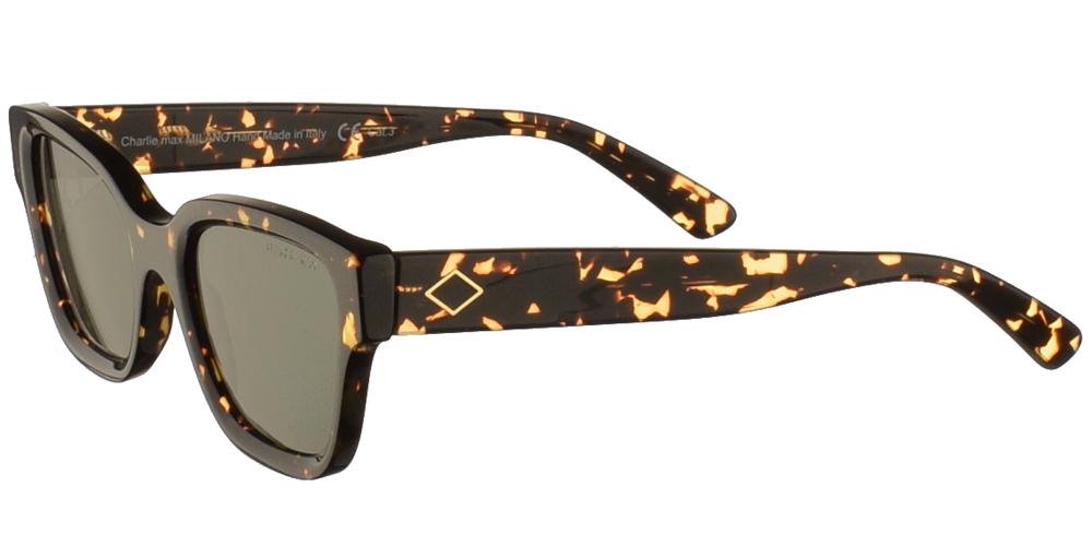 Χειροποίητα κοκάλινα unisex γυαλιά ηλίου Spartaco σε σκουρόχρωμη καφέ ταρταρούγα και σκούρους πράσινους φακούς της εταιρίας Charlie Maxγια όλα τα πρόσωπα.