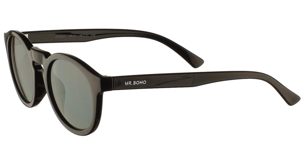 Στρογγυλά κοκάλινα unisex γυαλιά ηλίου Jordan σε μαύρο σκελετό και σκούρους πράσινους φακούς της εταιρίας Mr Bohoγια όλα τα πρόσωπα.