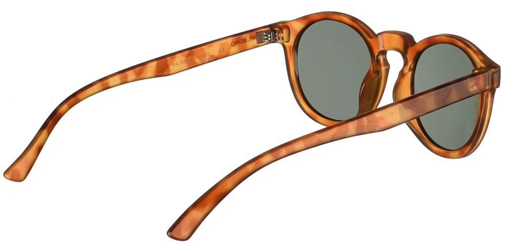 Στρογγυλά κοκάλινα unisex γυαλιά ηλίου Jordan σε ανοιχτόχρωμη καφέ ταρταρούγα και σκούρους πράσινους φακούς της εταιρίας Mr Bohoγια όλα τα πρόσωπα.