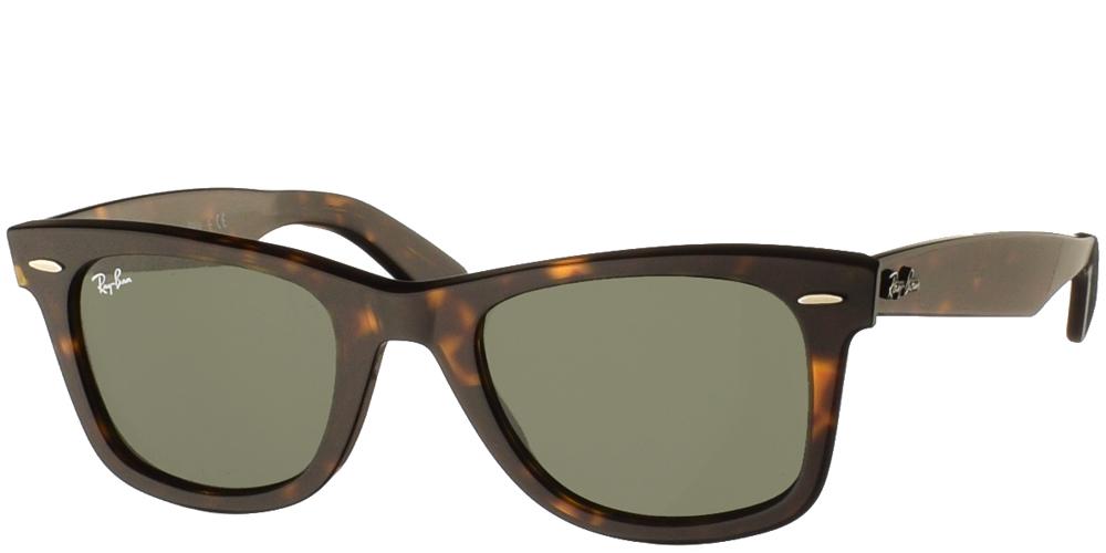 Τετράγωνα διαχρονικά unisex γυαλιά ηλίου RB 2140 Wayfarer σε καφέ ταρταρούγα και σκούρους πράσινους φακούς της εταιρίας Ray Banγια όλα τα πρόσωπα.