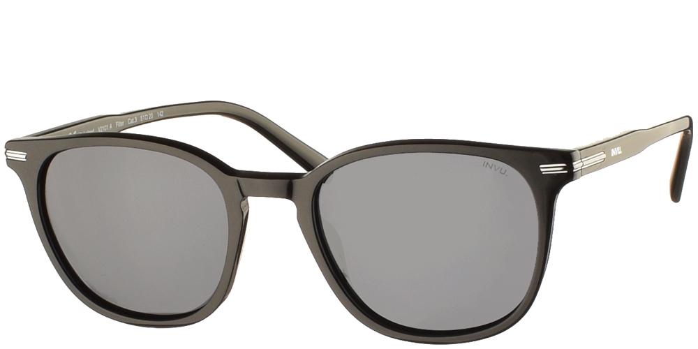 Διαχρονικά κοκάλινα ανδρικά γυαλιά ηλίου V2101 σε μαύρο ματ σκελετό, με ασημί λεπτομέρειες και γκρι polarized φακούς της εταιρίας Invuγια όλα τα πρόσωπα.