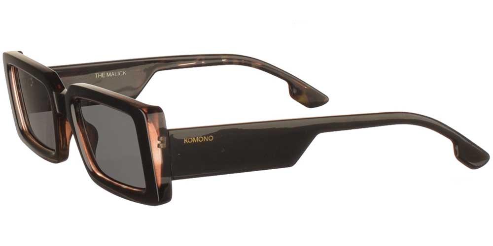 Κοκάλινα unisex γυαλιά ηλίου Malick σε μαύρη ταρταρούγα και σκουρόχρωμους γκρι φακούς της εταιρίας Komonoγια μεσαία και μεγάλα πρόσωπα.