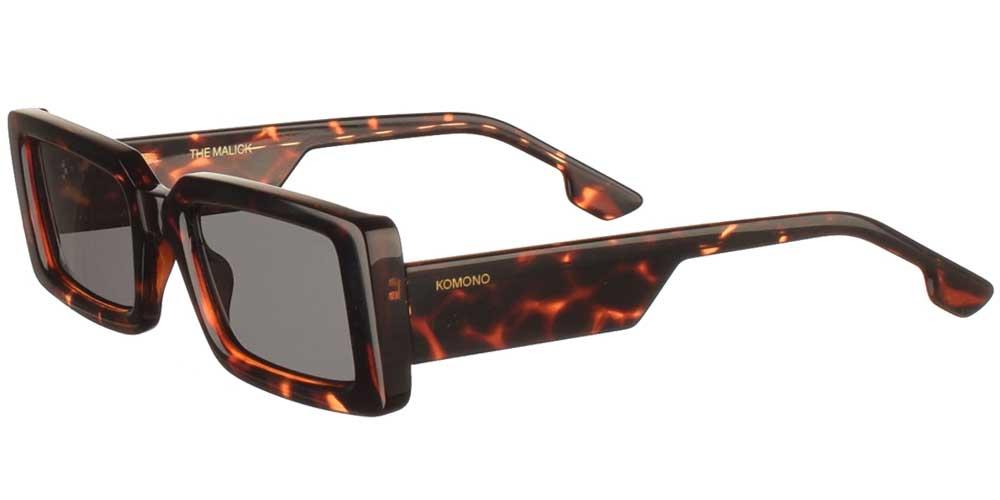 Κοκάλινα unisex γυαλιά ηλίου Malick σε καφέ ταρταρούγα και σκουρόχρωμους γκρι φακούς της εταιρίας Komonoγια μεσαία και μεγάλα πρόσωπα.