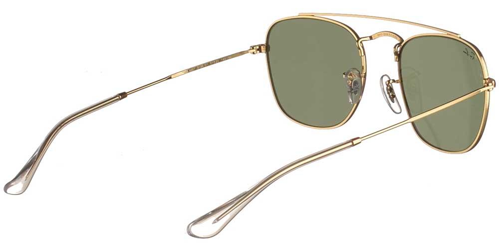 Τετράγωνα μεταλλικά unisex γυαλιά ηλίου RB 3557 Frank σε χρυσό σκελετό, με διπλή χρυσή μπάρα και σκούρους πράσινους κρυστάλλους της εταιρίας Ray Banγια μικρά και μεσαία πρόσωπα.