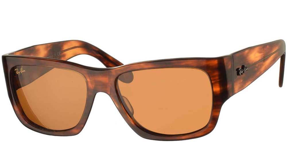 Τετράγωνα κλασικά γυαλιά ηλίου RB 2187 Nomad σε καφέ ταρταρούγα και σκούρους καφέ φακούς της εταιρίας Ray Banγια όλα τα πρόσωπα.