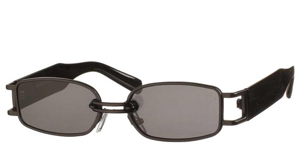 Τετράγωνα ανδρικά και γυναικεία μεταλλικά γυαλιά ηλίου East Side σε μαύρο σκελετό και σκούρους γκρι φακούς της εταιρίας Armed Robbery κατάλληλο για μικρά και μεσαία πρόσωπα.
