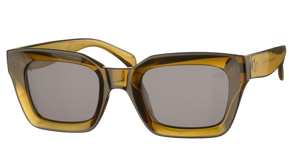 Τετράγωνα κοκάλινα unisex γυαλιά ηλίου Hardnok με λαδί σκελετό και σκούρους γκρί φακούς της εταιρίας Armed Robberyγια όλα τα πρόσωπα.