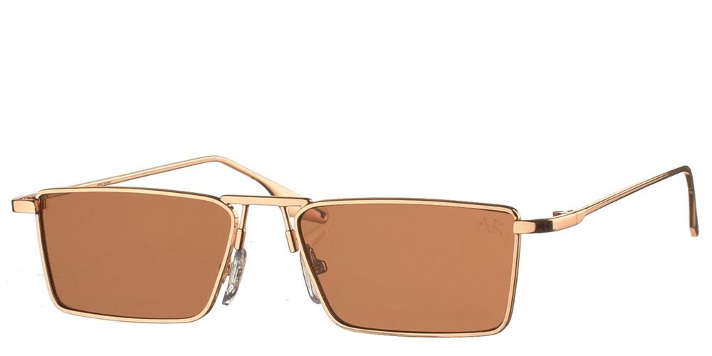 Τετράγωνα ανδρικά και γυναικεία μεταλλικά γυαλιά ηλίου Jester σε χρυσό χρώμα και σκούρους καφέ φακούς της εταιρίας Armed Robbery κατάλληλο για μικρά και μεσαία πρόσωπα.