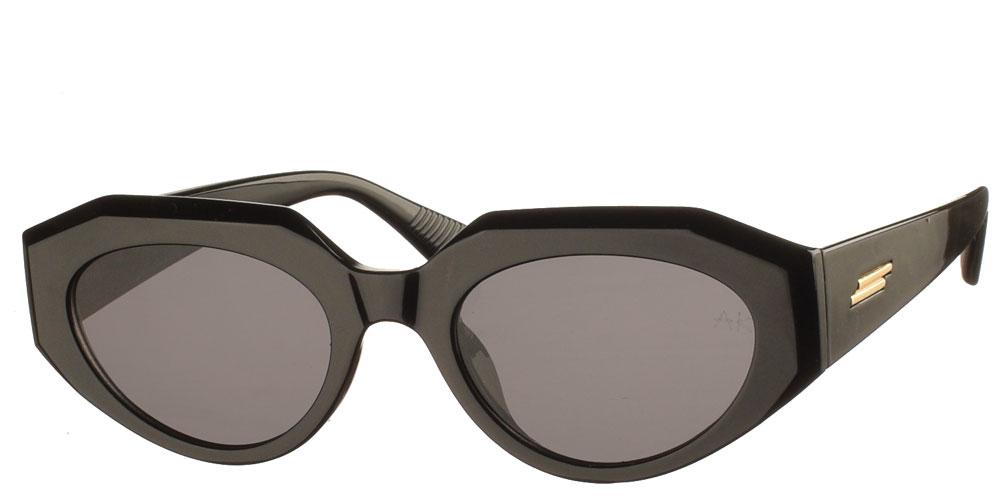 Κοκάλινα γυναικεία γυαλιά ηλίου Knockaround μαύρο με σκούρους γκρί φακούς της εταιρίας Armed Robbery κατάλληλο για μεσαία και μεγάλα πρόσωπα.