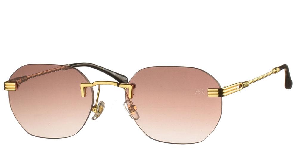 Πολυγωνικά unisex γυαλιά ηλίου Naked Gun με χρυσό σκελετό και ντεγκραντέ καφέ φακούς της εταιρίας Armed Robbery κατάλληλα για μεσαία και μεγάλα πρόσωπα.